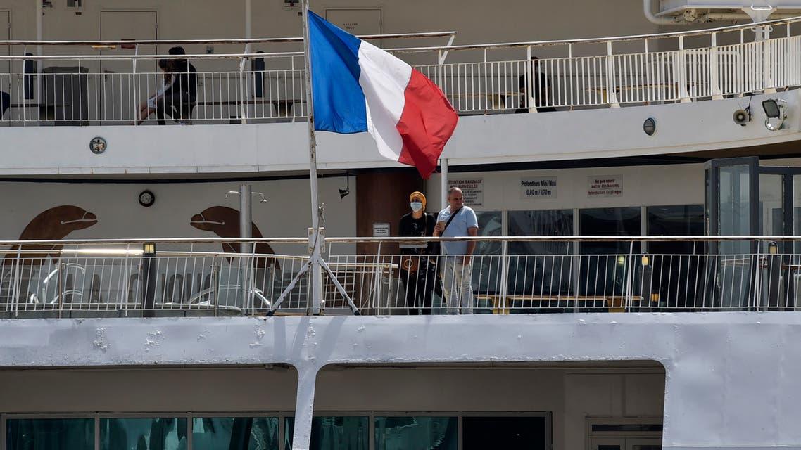 سفينة في الجزائر تحمل العلم الفرنسي (فرانس برس)