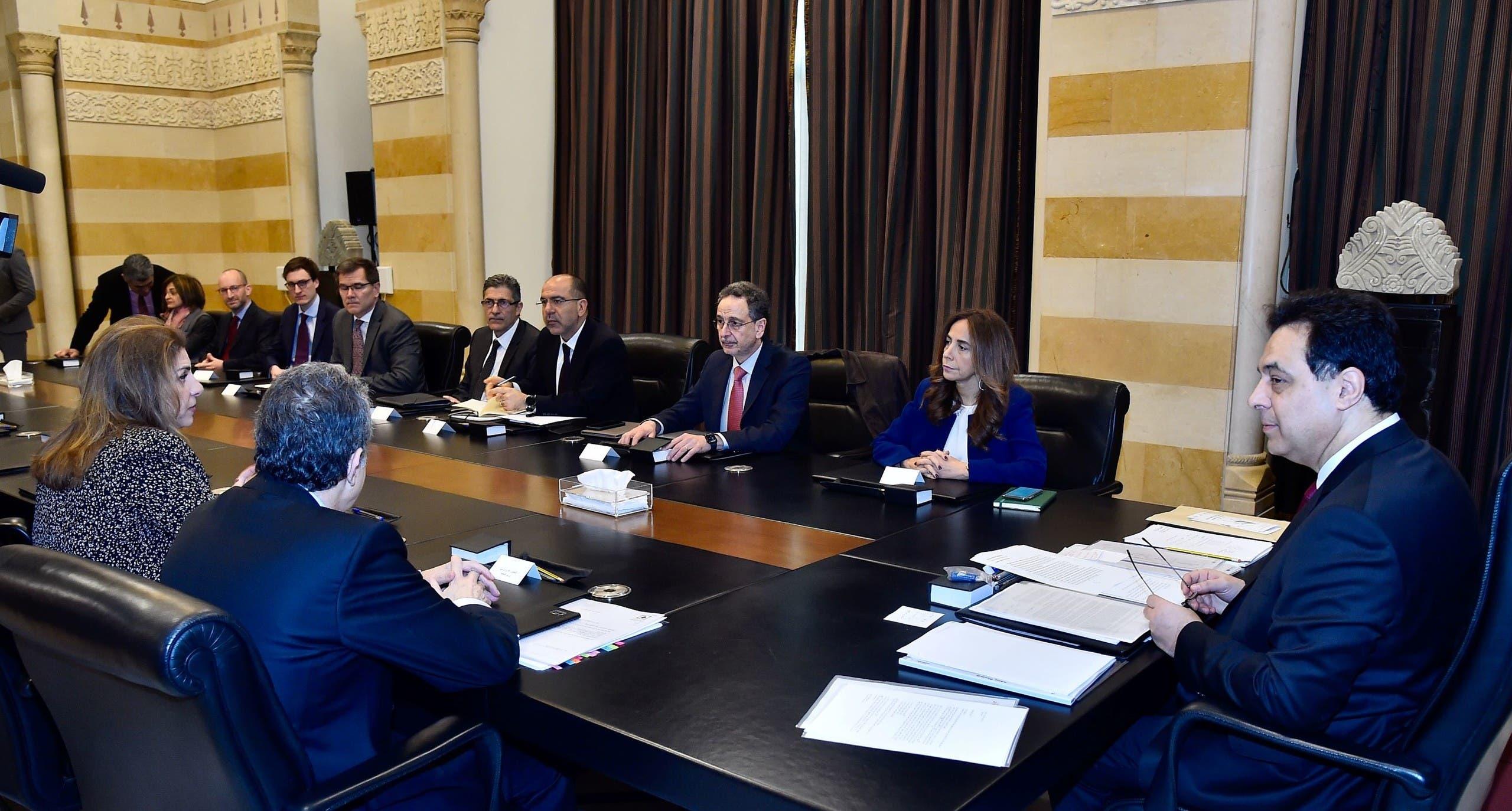 الحكومة مجتمعة مع ممثلين عن صندوق النقد - أرشيفية