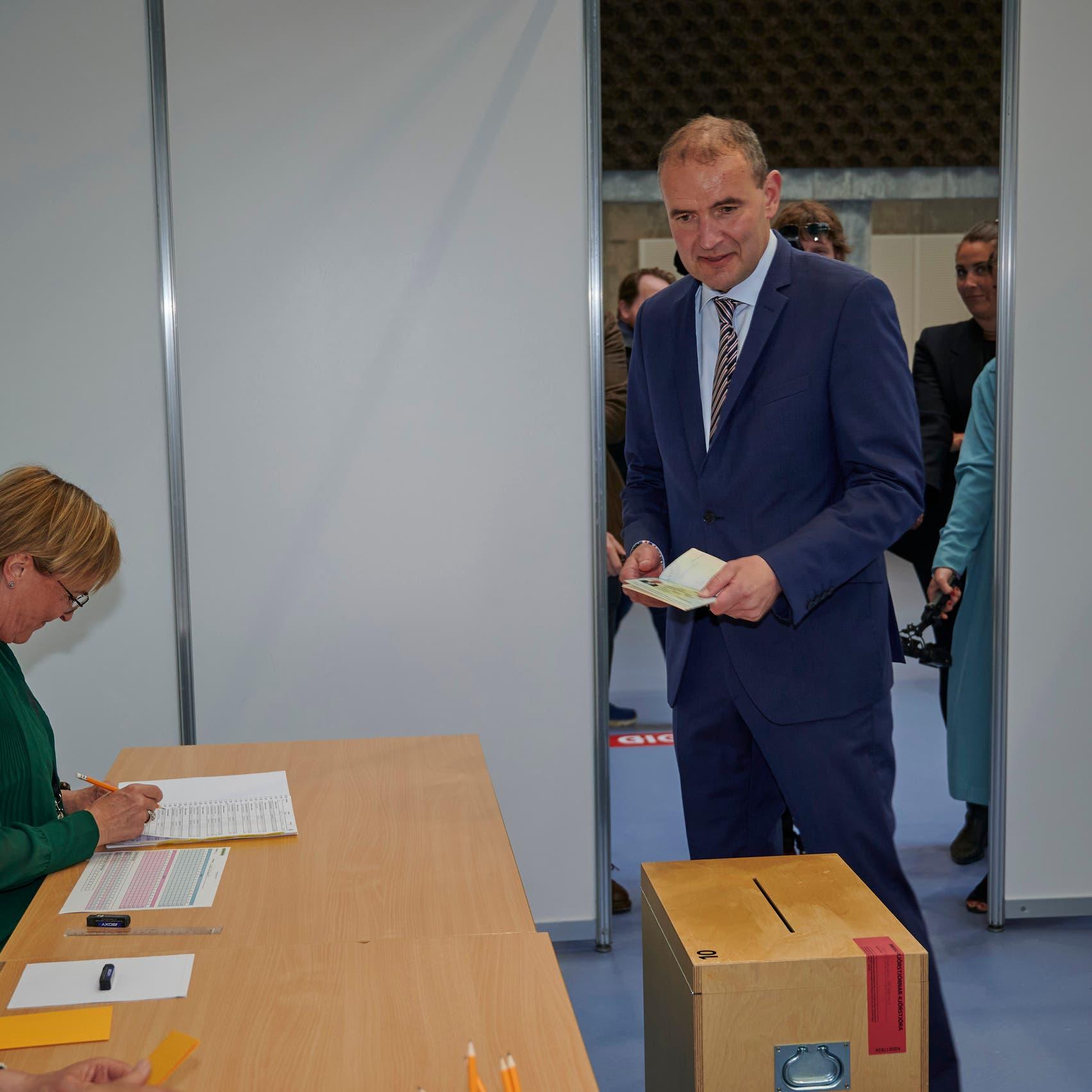 انتخابات رئاسية بدولة أوروبية.. ونسبة الفوز 92% رغم وجود منافس