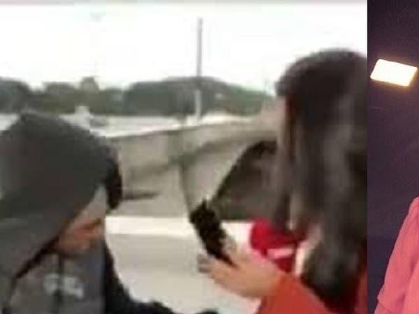"""شاهد مراسلة """"سي أن أن"""" تتعرض لسطو مسلح أثناء بث مباشر"""