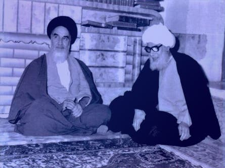آية الله آل شبير الخاقاني على اليمين كان قد دعم الخميني قبل الثورة