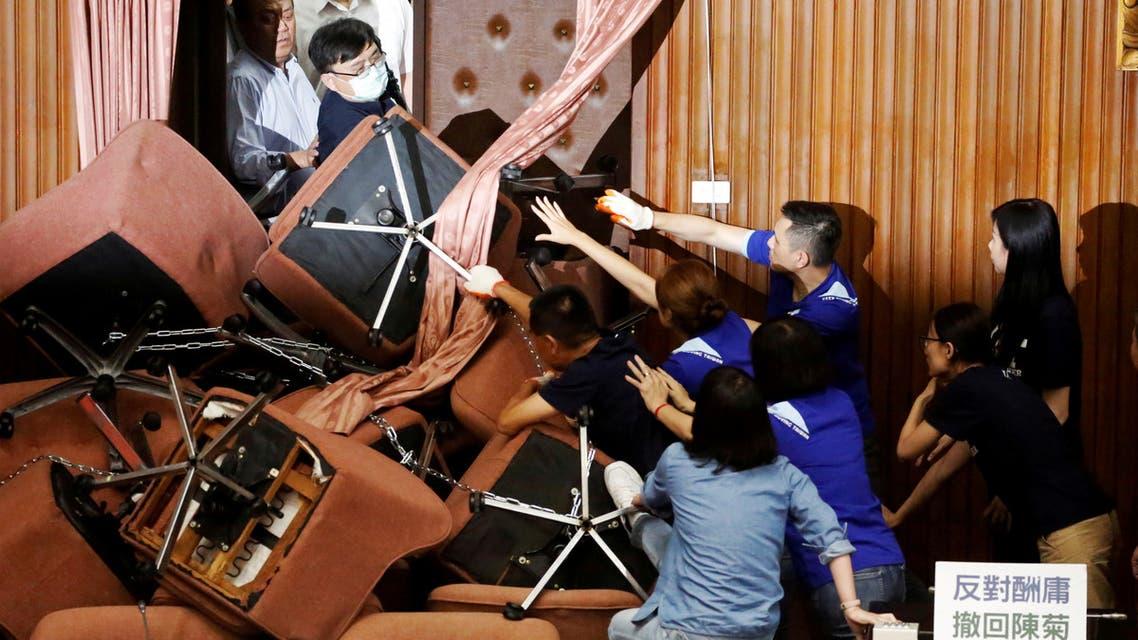 حزب تايواني معارض يحتل البرلمان