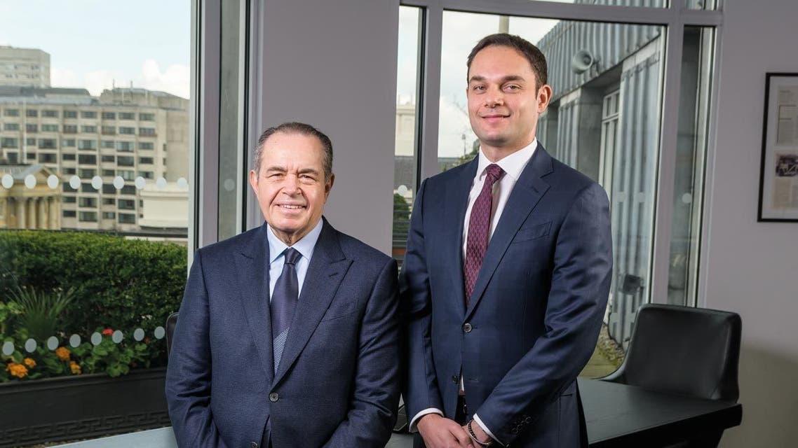 من اليسار محمد منصور أحد أفراد عائلة منصور الأقوى عربيا