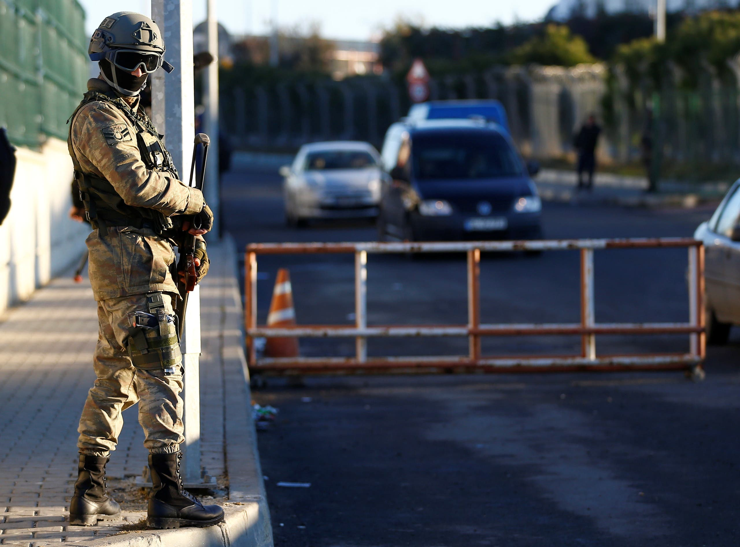 A Turkish soldier stands guard outside the Silivri Prison and Courthouse complex during the first trial related to Turkey's failed coup, in Istanbul on December 27, 2016. (Reuters)