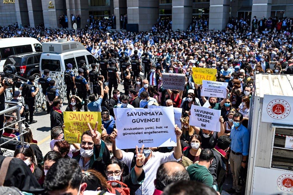 من اعتصام المحامين في اسطنبول