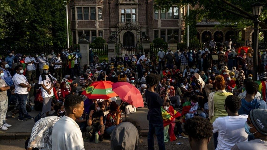 احتجاجات غاضبة في #إثيوبيا عقب مقتل المغني الشاب الشهير #هاشالو_هونديسا ومقتل 50 مواطناً