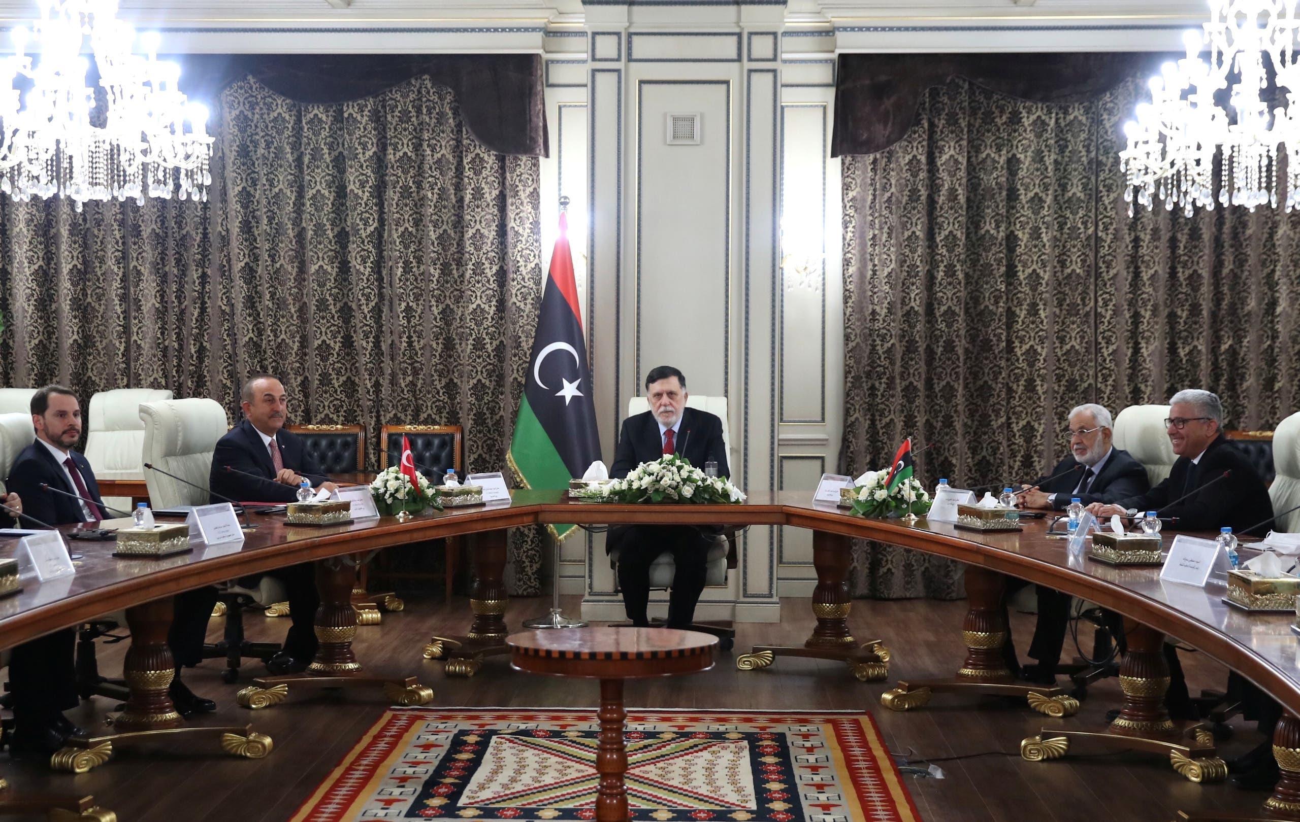 رئيس حكومة الوفاق فايز السراج خلال لقائه الوفد التركي في طرابلس (أرشيفية- رويترز)