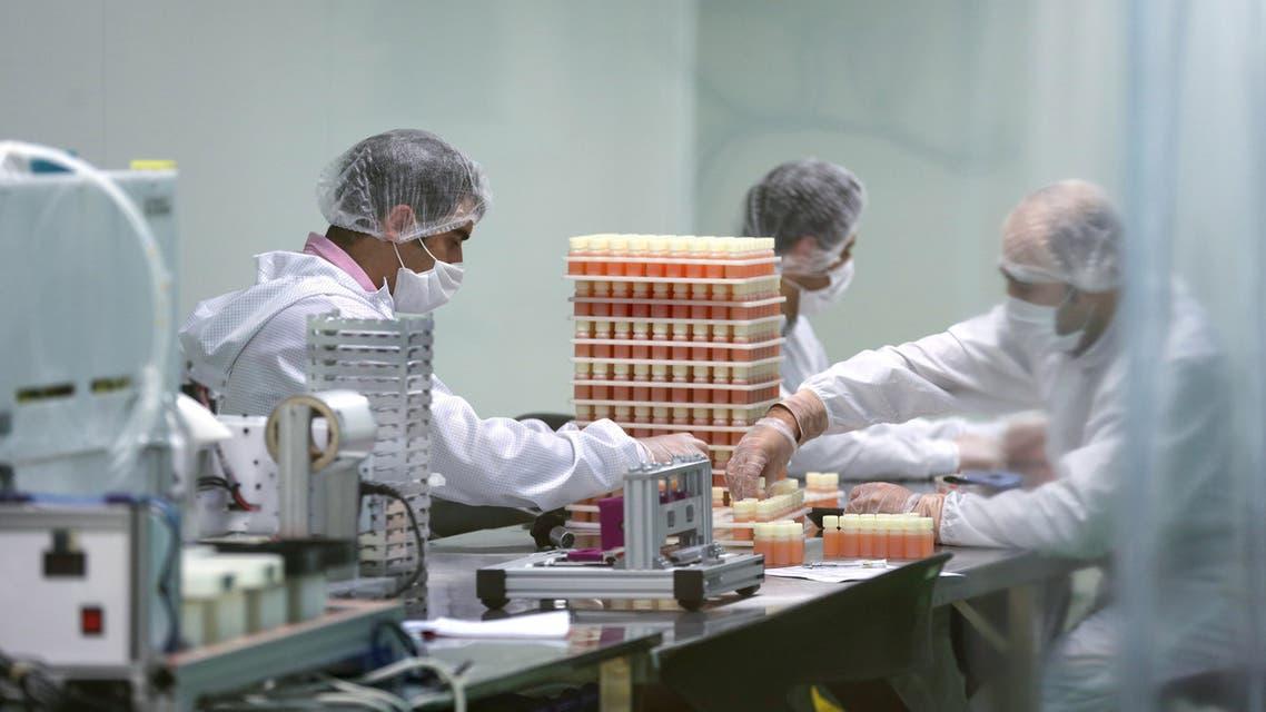 مصانع أدوية في إيران (أرشيفية- فرانس برس)