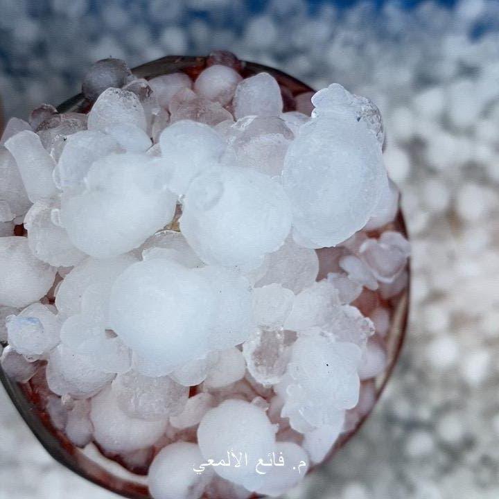 السعودية تعيش لهيب الصيف.. وعسير تشهد هطول أمطار وبرد