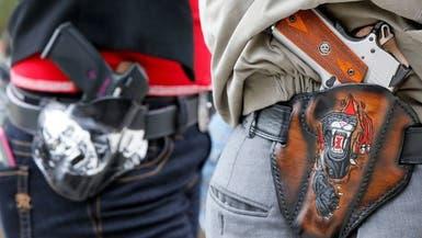 بسبب دعوات وقف تمويل الشرطة.. أرقام قياسية لمبيعات السلاح بأميركا