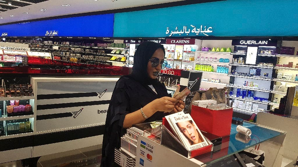 Woman looks at makeup in Riyadh, Saudi Arabia, April 19, 2018. (File photo: AP)