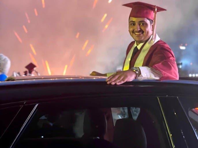 برعاية رئيس الوزراء.. مدرسة بحرينية تقيم حفل تخرج بالسيارات
