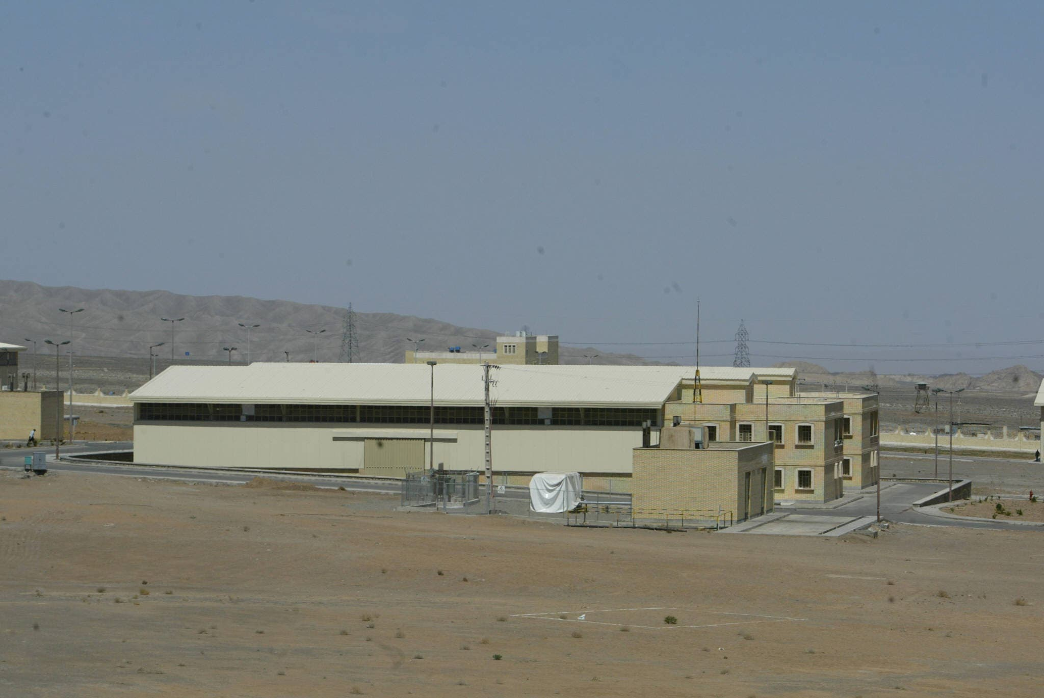 A general view shows the Iranian nuclear power plant of Natanz, 270 kms south of Tehran. (AFP)