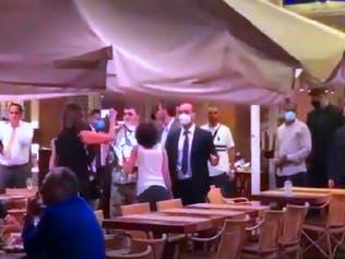 شاهد متظاهرين يتهجّمون في بيروت على وفد عراقي ومضيفيه