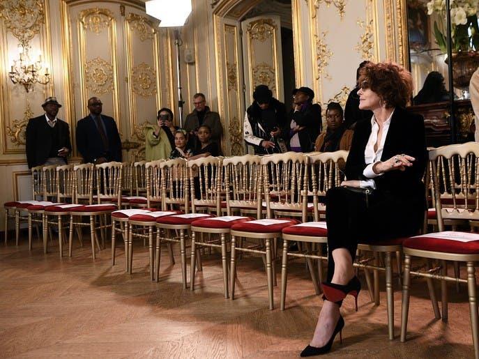 الموضة في باريس أمام تحدي استقطاب الجمهور افتراضياً
