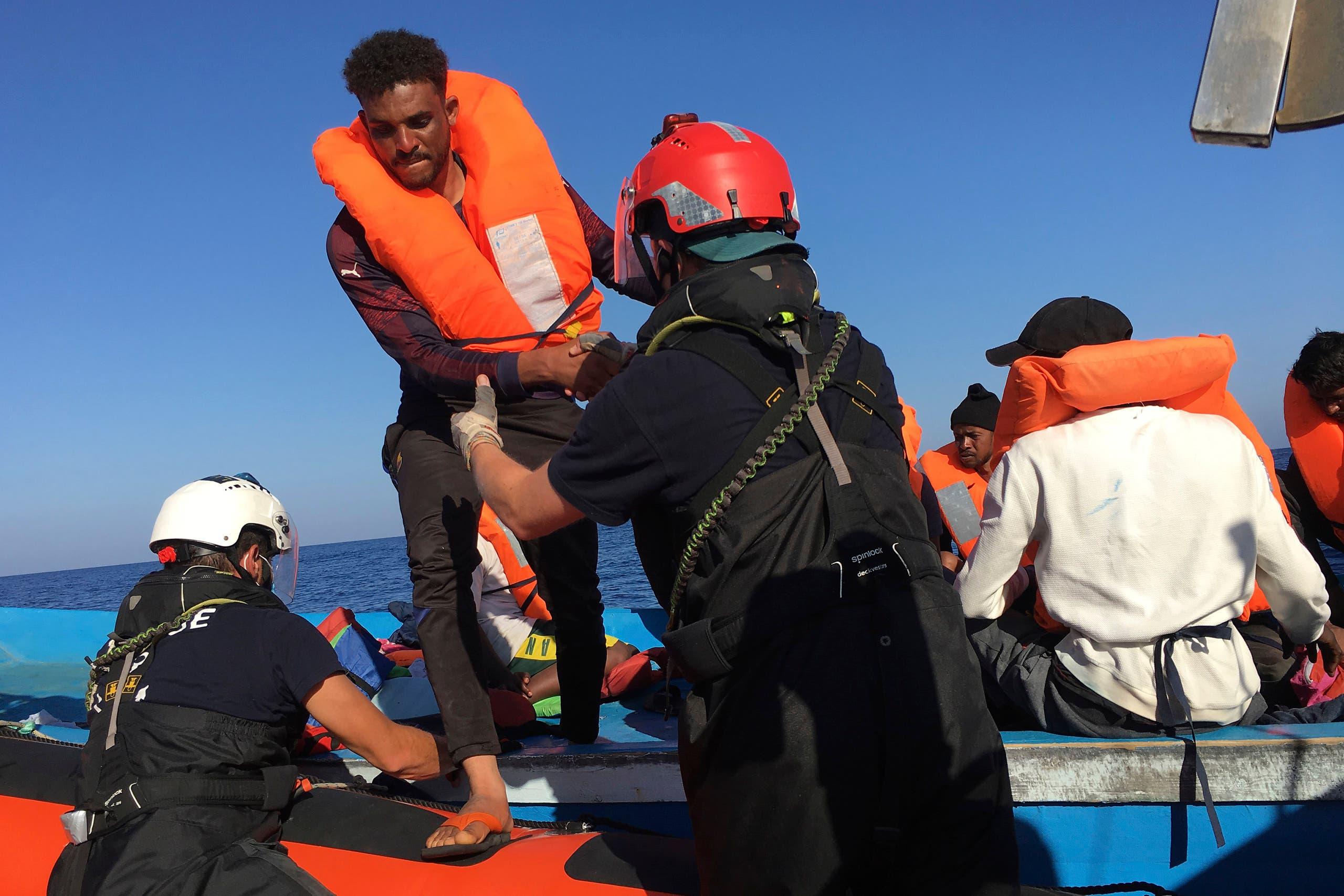 قسم من المهاجرين الذين أنقذتهم سفينة أوشن فايكينغ