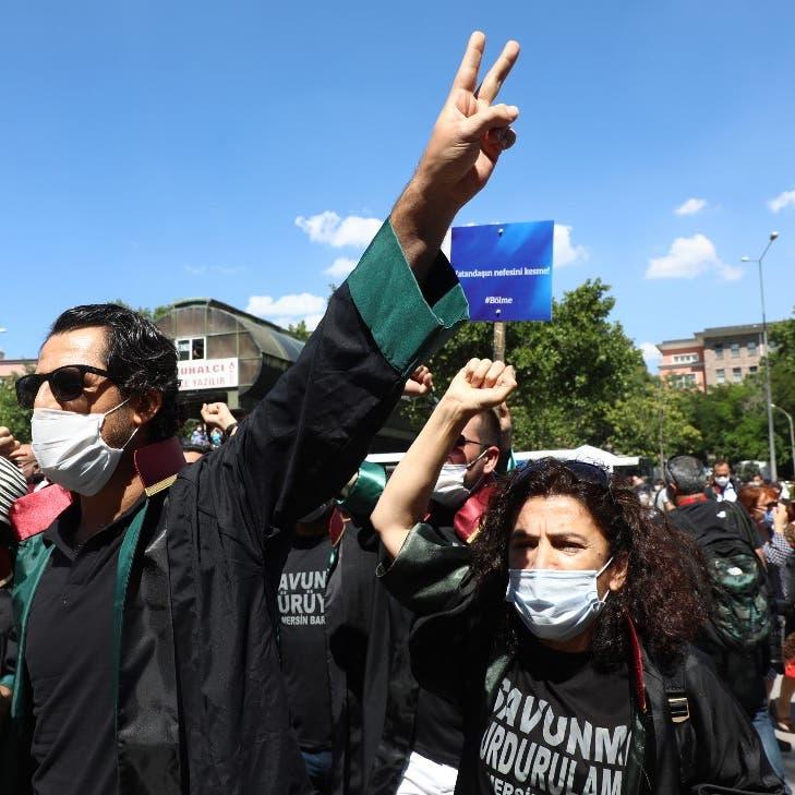 المعارضة لأردوغان: تبذل جهوداً لإيجاد عمل لمحاميك