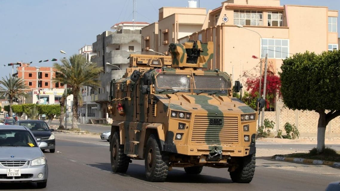 مدرعة تركية الصنع، تسير في شارع في مدينة صرمان الساحلية الليبية في 13 أبريل 2020