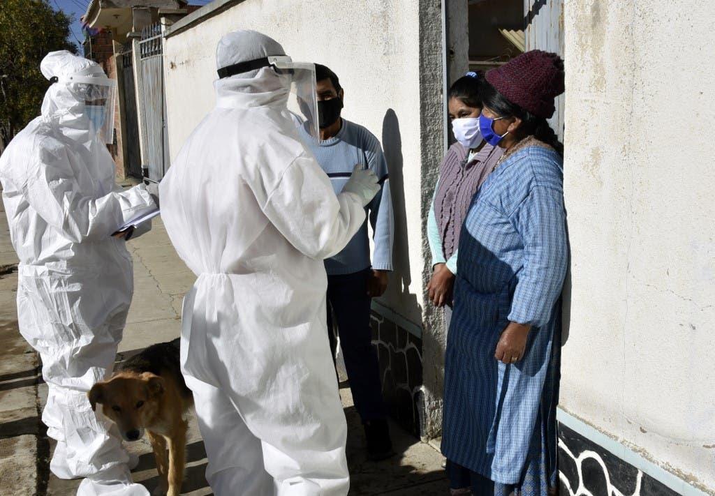 فحص حالات مخالطة لمصابين بكوفيد 29 في بوليفيا - فرانس برس