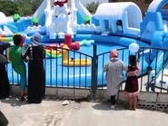 سيدة تفتتح حديقة مائية مصغرة للأطفال في تعز