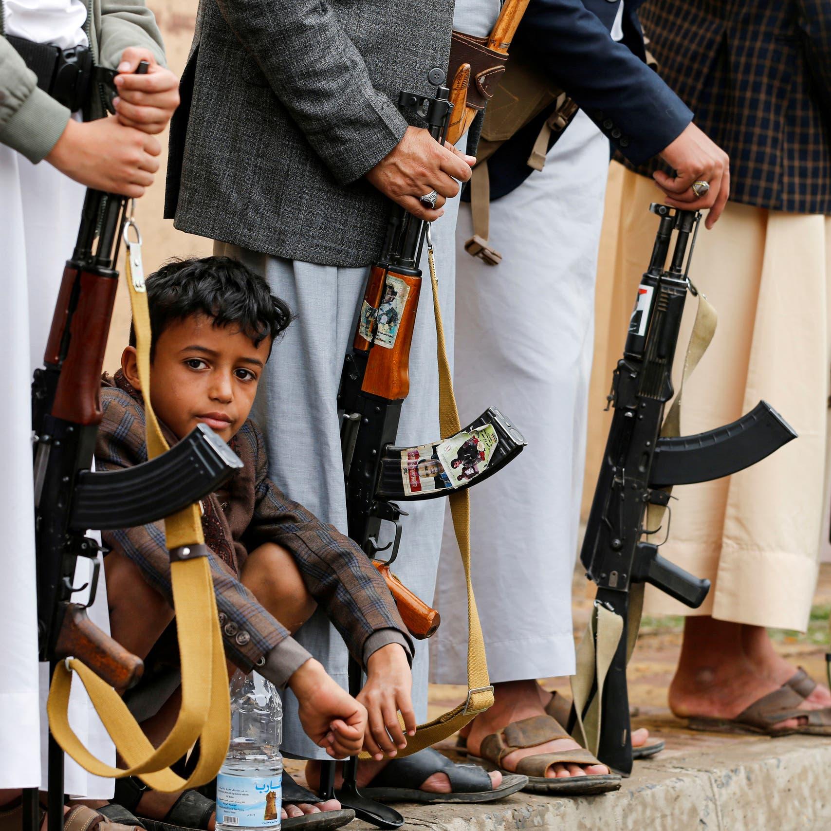 """الإرياني ينشر فيديو.. """"الحوثي يدفع بأطفال في خطوط النار"""""""