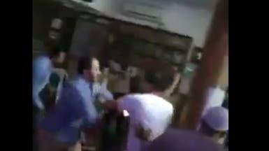 فيديو لمصري يطرد مصلين من مسجد يثير غضباً والأوقاف توضح