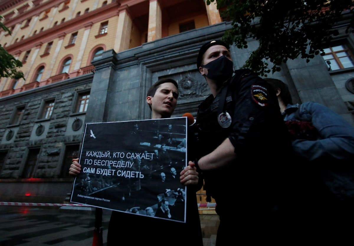 A Russian police officer detains a participant for staging a picket in support of journalist Svetlana Prokopyeva charged with publicly justifying terrorism, in Moscow, Russia, on July 3, 2020. (Reuters)