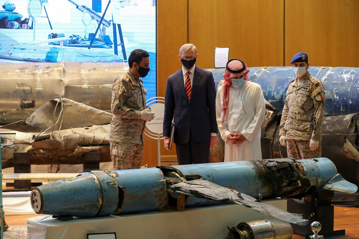 Saudi Arabia's Minister of State for Foreign Affairs Adel al-Jubeir and US Special Representative for Iran Brian Hook, check the display of the debris of ballistic missiles and weapons which were launched towards Riyadh. (File Photo: Reuters)
