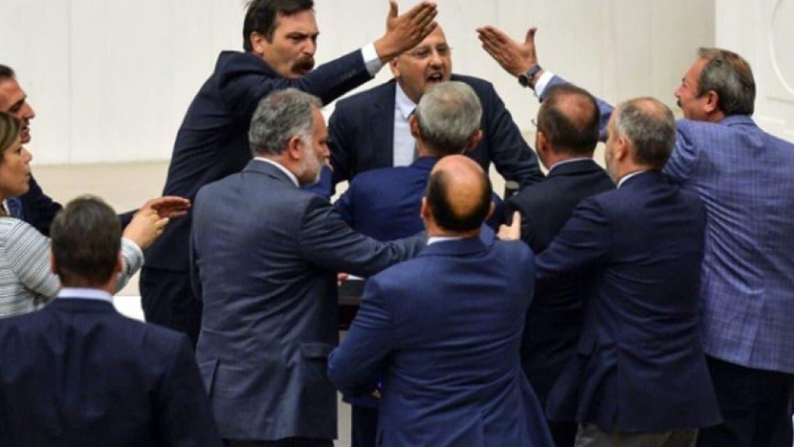 من الشجار الذي وقع في البرلمان التركي نقلاً عن وسائل إعلام تركية