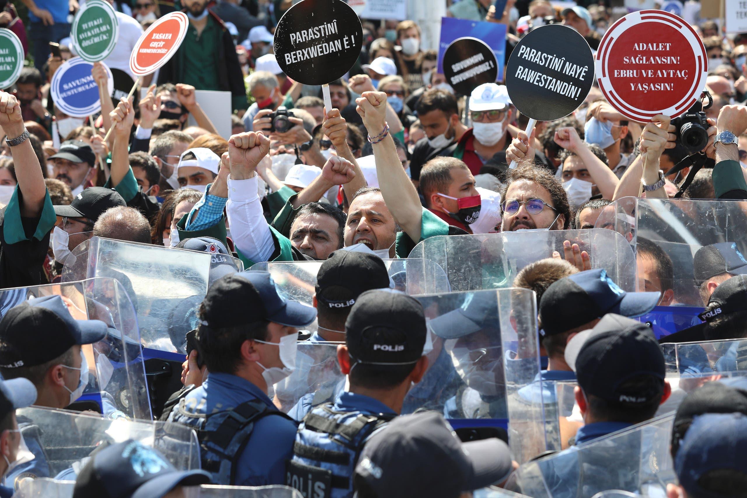 """تظاهرات سابقة للمحامين في تركيا """"أرشيفية"""""""