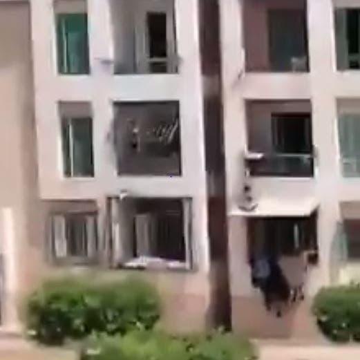 فيديو.. صراخ طفل مصري عذّبه والده يفطر القلوب