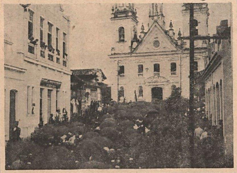 صورة لجنازة الرئيس ألفيز