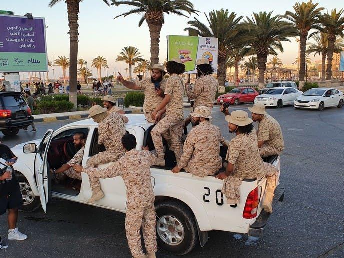 """ميليشيات """"ثوار طرابلس"""" تستعرض وتتحدى وزير داخلية الوفاق"""