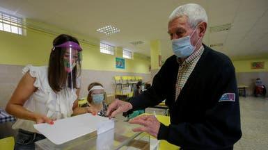 بالصور.. كمامات وتباعد في أول اقتراع بإسبانيا بظل كورونا
