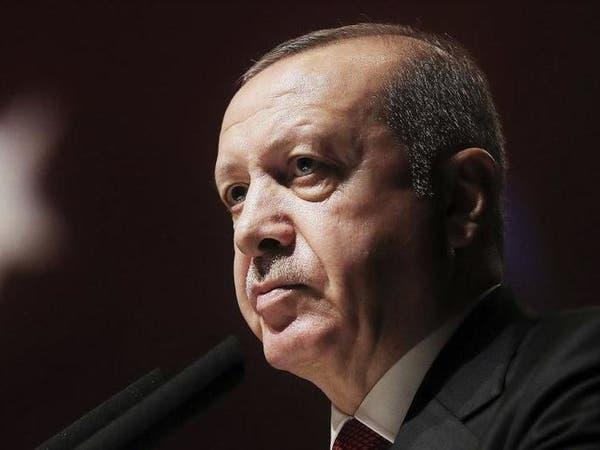 صحيفة إسبانية: اعتقالات وطرد عسكريين يزيد من تسلط أردوغان