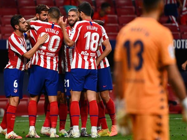أتلتيكو يعبر ريال بيتيس بعشرة لاعبين