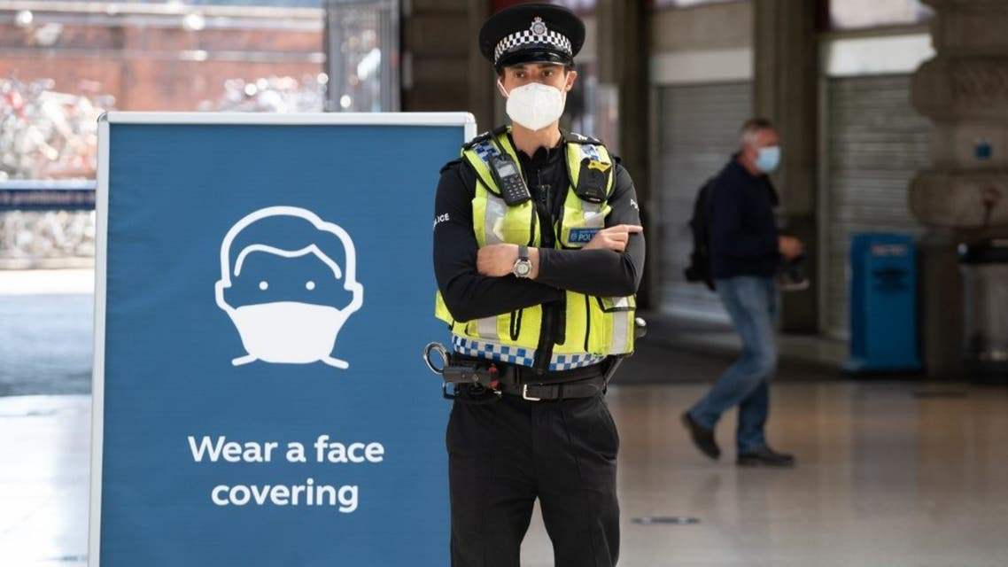 A police officer wears a face mask in London, UK, on June 15, 2020. (AFP)