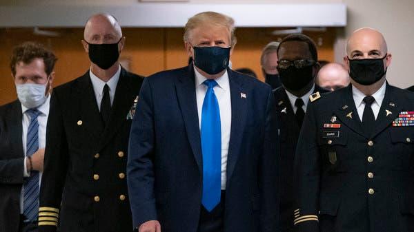 خلال جولة ميدانية.. ترمب يرتدي قناع الوجه