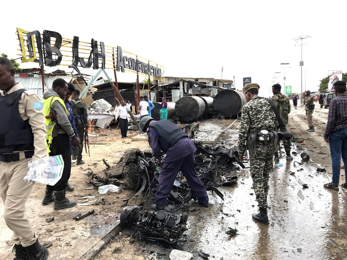 Somali security officers assess the wreckage of a car destroyed at the scene of an explosion in Mogadishu, Somalia. (File photo: Reuters)