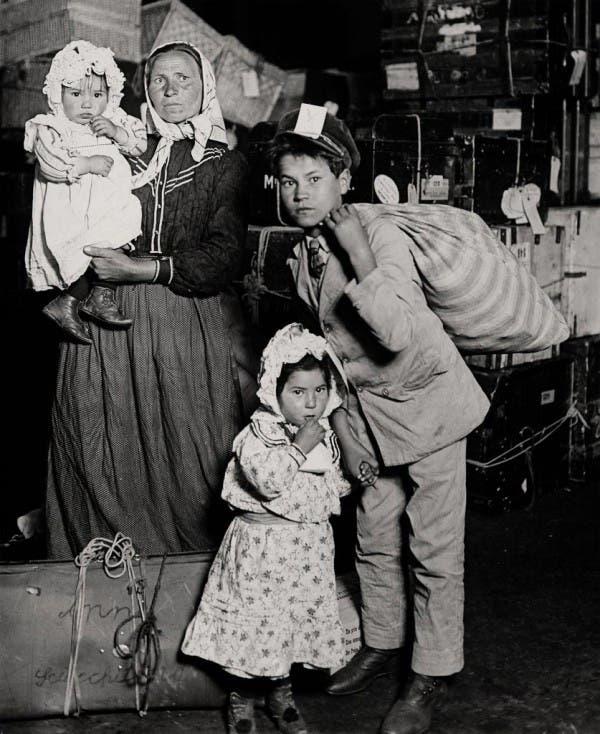 صورة لمهاجرين إيطاليين عند وصولهم لأميركا