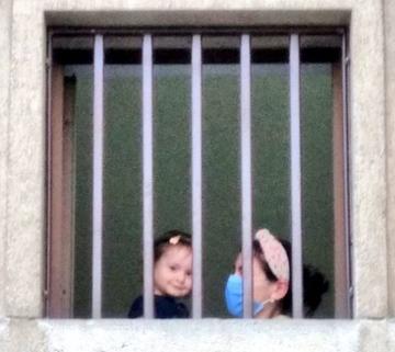 ليلى كايا برفقة طفلتها