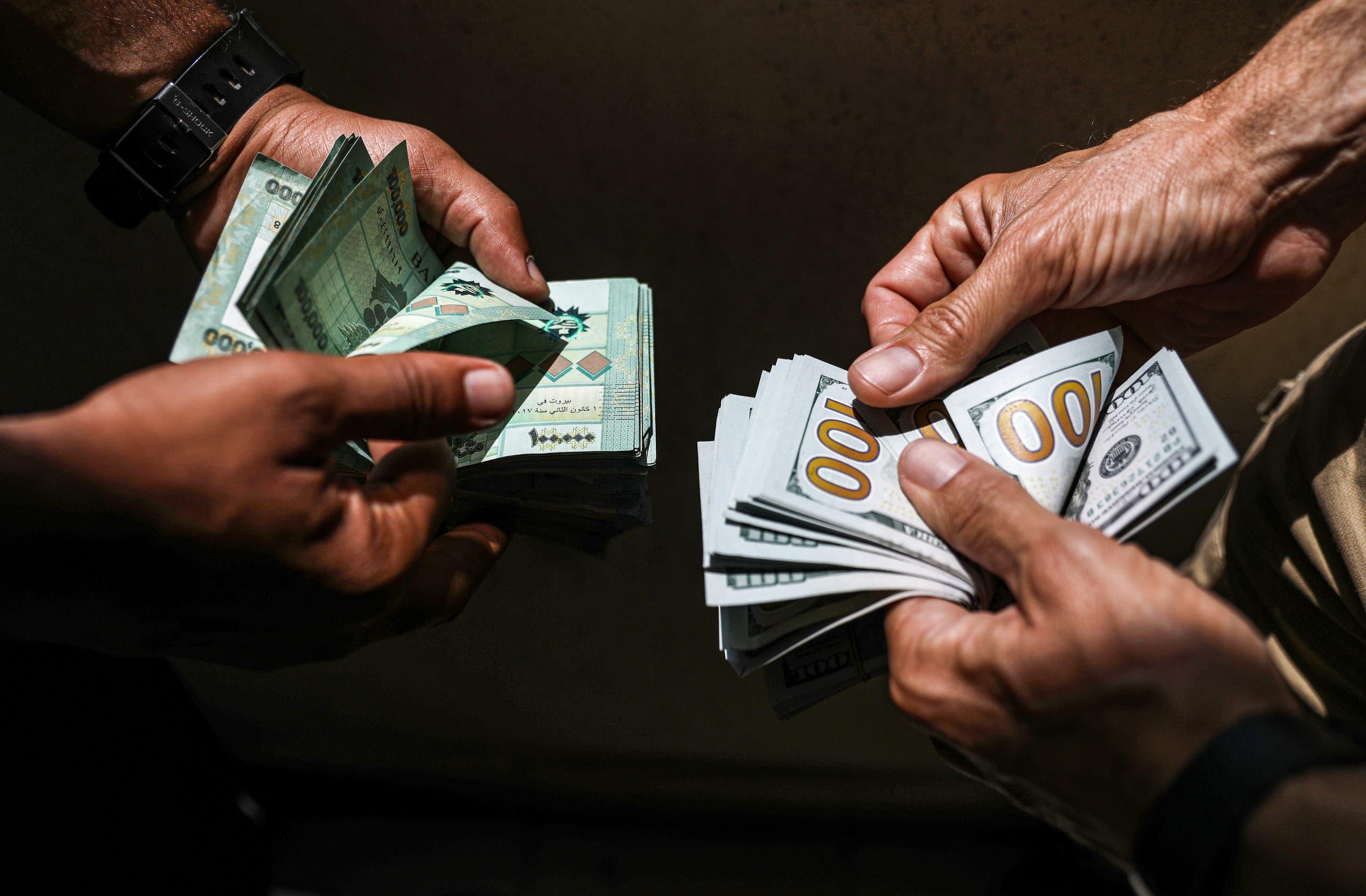 الدولار والأزمة الاقتصادية في لبنان (أرشيفية- فرانس برس)