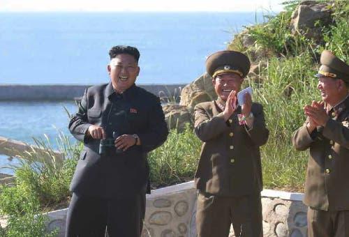باك جونغ تشون إلى جانب زعيم كوريا الشمالية
