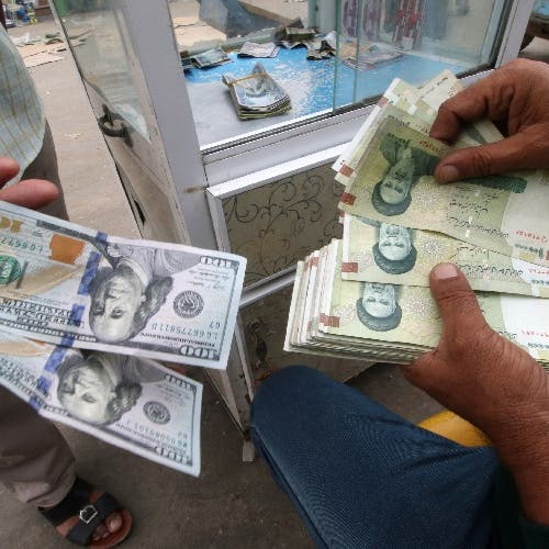العملة الإيرانية تواصل الإنهيار.. والدولار يتجاوز 24 ألف تومان