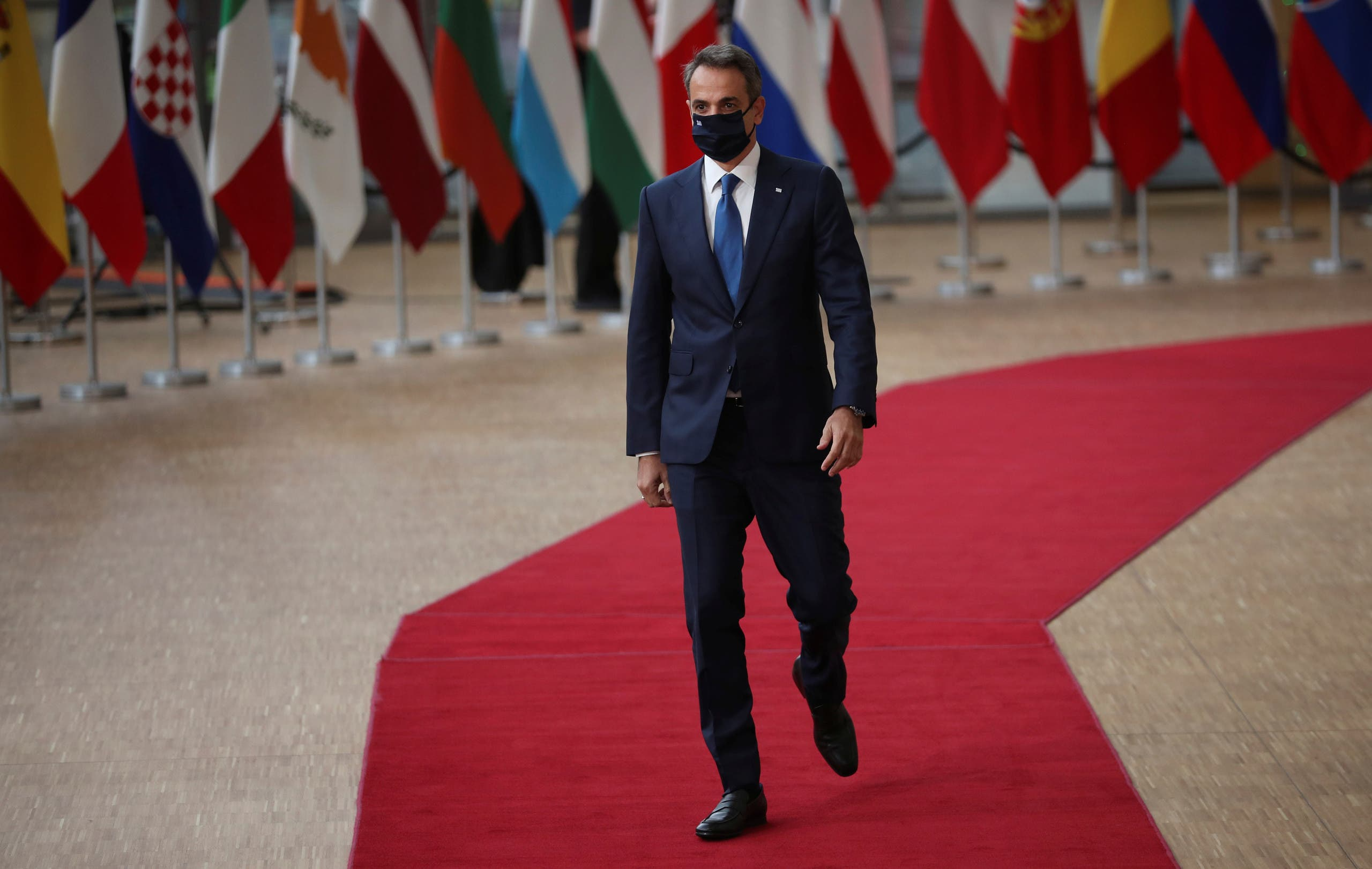 رئيس الوزراء اليوناني كيرياكوس ميتسوتاكيس في القمة الأوروبية