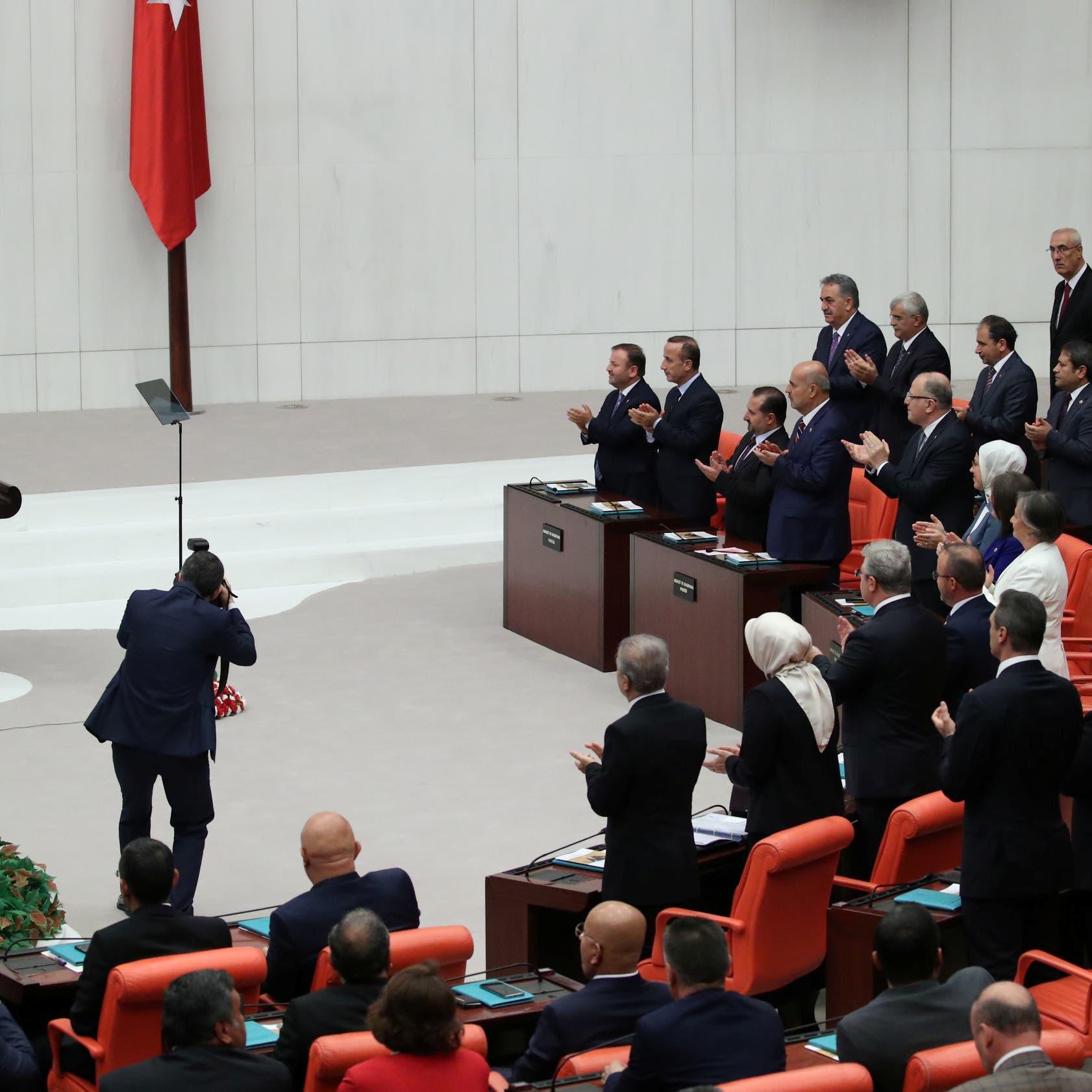 تركيا.. حزب أردوغان يجهز قانوناً لتنظيم مواقع التواصل