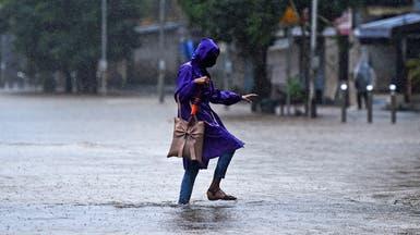 فيضانات موسمية وانهيارات أرضية تقتل 221 بجنوب آسيا