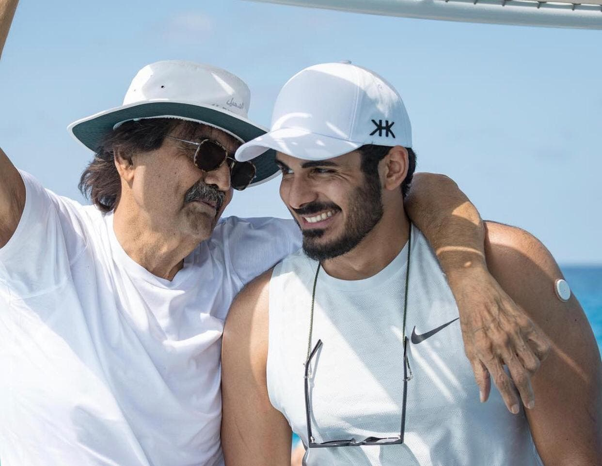 خليفة بن حمد مع والده أمير قطر السابق حمد بن خليفة