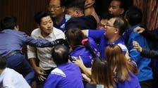 اشتباك جديد ببرلمان تايوان.. مقذوفات وتدمير أكشاك وعراك