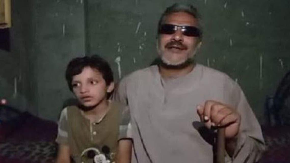 أيمن سعد عبدالحميد محمد مع ابنه